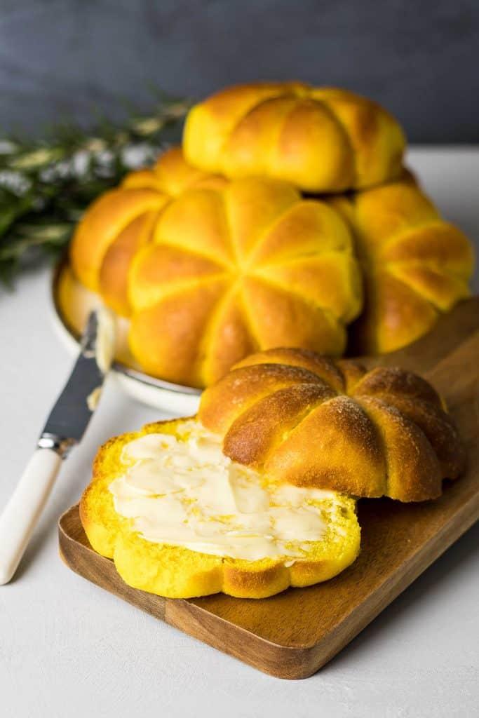 pumpkin shaped soft dinner rolls